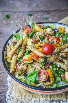 De allerlekkerste pastasalade maak je zo - It& a food life dinerrecipes Veggie Recipes, Cooking Recipes, Healthy Recipes, A Food, Good Food, Best Pasta Salad, Happy Foods, Dinner Is Served, Food Inspiration
