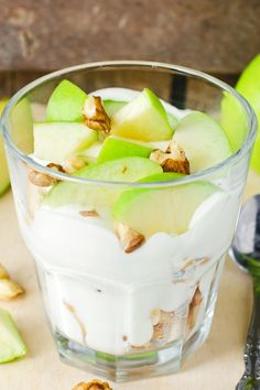 Creamy Caramel Apple Salad Recipe with Instant Butterscotch Pudding Mix, Frozen Whipped Topping, Walnuts or Pecans, and Mini Marshmallows - 10 Minute Prep Time Diabetic Desserts, Health Desserts, Diabetic Fruit, Frozen Desserts, Fun Desserts, Dessert Recipes, Caramel Apple Salad, Caramel Apples, My Dessert