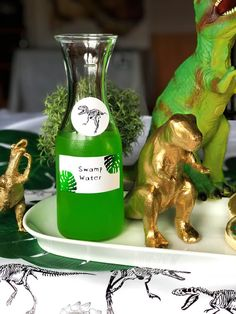 Looking for prehistoric dinosaur birthday party ideas? Look no further for a fun and modern take on this classic party theme. Dinasour Birthday, Dinosaur First Birthday, Boy Birthday, Dinosaur Themed Food, Third Birthday, Birthday Ideas, Dinosaur Crafts, Birthday Banners, Princess Birthday