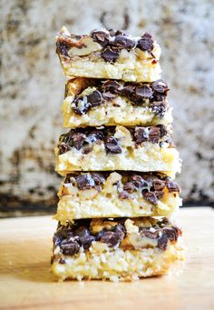 Magic Cookie Bars are a rich and gooey dessert that is also gluten-free. This is a simple recipe to throw together with only 6 ingredients. Vegan Sweets, Vegan Desserts, Just Desserts, Vegan Dark Chocolate, Vegetarian Chocolate, Milk Dessert, Dessert Bars, Recipes Using Coconut Milk, Condensed Coconut Milk