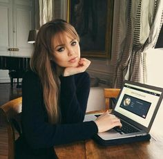 Hairdressing Advice That Will Keep Your Hair Looking Great Hairstyles With Bangs, Cool Hairstyles, Kristina Bazan, Grunge Hair, Bad Hair Day, Hair Today, Hair Looks, Hairdresser, Hair Inspiration