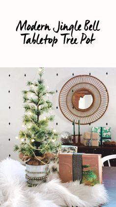 Creative Christmas Trees, Tabletop Christmas Tree, Holiday Tree, Christmas Ideas, Christmas Wreaths, Christmas Crafts, Holiday Decor, Decor Crafts, Home Crafts