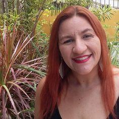 #desafiofotográfico #umafotopordia (16.07 - faz você sorrir). Mudar o look, trocar o corte ou a cor do cabelo... hoje de cabelo vermelho que estou apaixonada!