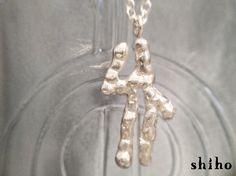 -Virgo-(乙女座 8/23~9/22)12星座(Constellations)シリーズのネックレスです。星の1つ1つを小さな粒で表現し、表面をマットな輝...|ハンドメイド、手作り、手仕事品の通販・販売・購入ならCreema。