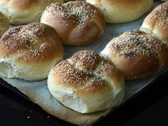 These rolls/buns are very easy to make.     So easy that  when I decided late yesterday afternoon  to bake a batch    they were out...
