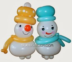 These little snowmen by Sue Bowler are made with QuickLink balloons! Decorate with balloons for Christmas! #qualatex #quicklink #balloon #christmas