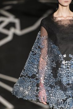 Iris Van Herpen Spring 2017 Couture Fashion Show Details Paris - The Impression 3d Fashion, Fashion Details, Fashion 2017, Couture Fashion, Trendy Fashion, Fashion News, Runway Fashion, High Fashion, Fashion Show