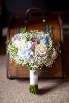 Cheerful bouquet with blue hydrangeas and lots of baby's breath Bouquet Bride, Gypsophila Wedding Bouquet, Blue Hydrangea Bouquet, Spring Wedding Bouquets, Rustic Bouquet, Spring Bouquet, Spring Weddings, Blue Flowers, Pastel Roses
