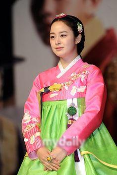 Kim Tae Hee,hanbok korean.  1.jpg