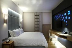 modern minimalist guestroom 580x392 New Hotel The classy hotel design with unique interior