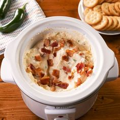 Slow Cooker Jalapeño Popper Dip Will Disappear Immediately At Any Party - jalapeno Slow Cooker Recipes, Crockpot Recipes, Cooking Recipes, Keto Recipes, Party Recipes, Finger Food Appetizers, Appetizer Recipes, Yummy Appetizers, Finger Foods