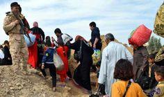"""نازحون سوريون يخلون مخيمات عشوائية في شمال…: بدأت مئات العائلات السورية النازحة في منطقة """"المنية"""" (10 كيلو مترات) شمال طرابلس كبرى مدن…"""