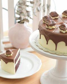 ¿O tarta de kinder bueno?  #praliné #pralinébakerycafe #tartakinderbueno  Reservas en el 964838667