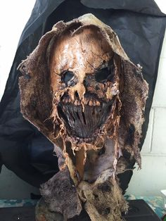 boogie man Scarecrow Cosplay, Scarecrow Mask, Scarecrow Batman, Arte Horror, Horror Art, Horror Movies, Creepy Masks, Cool Masks, Mad Max