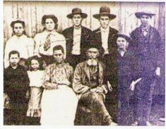 This is an image of the Cherokee people in Scuffletown and Henderson Kentucky. Historical Women, Historical Photos, Henderson Kentucky, Cherokee Nation, Cherokee Indians, Creepy Ghost, Indian Tribes, Native Indian, Strange History