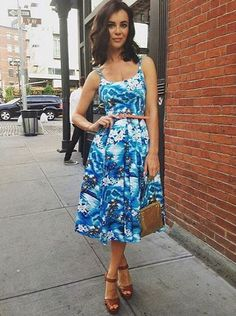 Model Emma Glover takes on New York in our Priscilla Blue Hawaii Midi Dress #fashion #style #celeb #celebstyle #celebrity #celebritystyle #print #pattern #tropical #exotic #hawaii #hawaiian #retro #vintage #elegant #chic #50s #1950s #theprettydress #theprettydresscompany