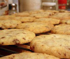 bring a little bread: shortbread, the little black dress of cookies