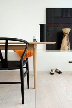 stardust modern design: Hans Wegner Wishbone Chair Black Frame and Black Papercord
