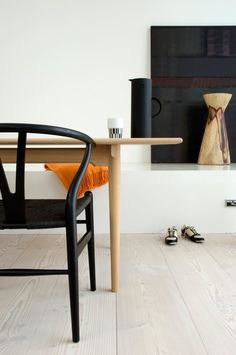 stardust modern design: Hans Wegner Wishbone Chair Black Frame and Black Papercord