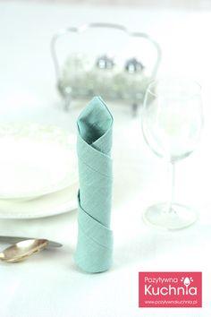 #poradnik o tym jak złożyć serwetkę w świeczkę - składanie serwetek w świeczki krok po kroku  http://pozytywnakuchnia.pl/serwetka-swieczka/   #dom #home #decor