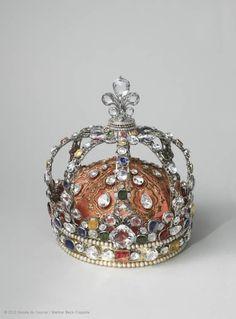 centuriespast:    Augustin DUFLOS, jeweler  Crown of Louis XV  1722  Paris  The Louvre