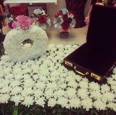 Rosabella Flowers #proposal #engagement #arab #gulf #unitedarabemirates #uae #dubai #abudhabi #q8 #qatar #oman #kuwait #saudi #saudiarabia #ksa #afrah #zaffah #dazzah #daza #wedding #luxuryflowers #floralarrangements #bride #bridal #gifts