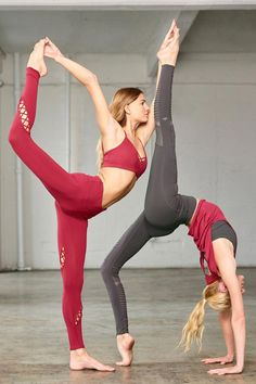 Yoga poses offer numerous benefits to anyone who performs them. There are basic yoga poses and more advanced yoga poses. Here are four advanced yoga poses to get you moving. Outdoor Yoga, Yoga Challenge, Hata Yoga Asanas, Yoga Inspiration, Style Inspiration, Physical Fitness, Yoga Fitness, Easy Fitness, Fitness Routines