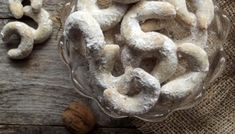 Cornulete Kent reteta pas cu pas Cake Recipes, Dessert Recipes, Dessert Bars, Stuffed Mushrooms, Deserts, Vegetables, Food Cakes, Sweets, Stuff Mushrooms