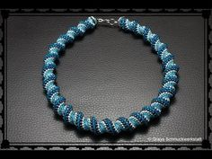 [Pattern/Tutorial] Cellini Spiral - DIY (Beads) - In this guide, I& show you how to thread a piece of jewelry with Cellini Spiral yourself. Beaded Necklace Patterns, Beaded Jewelry Designs, Bead Jewellery, Jewelry Art, Seed Bead Necklace, Seed Bead Bracelets, Jewelry Making Tutorials, Beading Tutorials, Tutorials