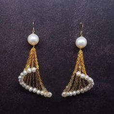 Pearls and chain earrings DIY Wire Jewelry, Beaded Jewelry, Jewelery, Handmade Jewelry, Dainty Jewelry, Design Celta, Bijoux Fil Aluminium, Pearl Studs, Gold Pearl
