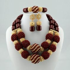 High quality handmade african Wedding Jewelry set in seires – LaceDesign workshops African Necklace, African Beads, African Jewelry, Agate Jewelry, Jewellery Uk, Fashion Jewelry, High Jewelry, Wedding Jewelry Sets, Wedding Earrings