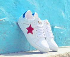 Lean on! Doc Martin white superstar sneakers made up from faux leather and superior outsole Sneaker Brands, Superstar, Men's Shoes, Converse, Sneakers, Projects, Leather, Fashion, Tennis