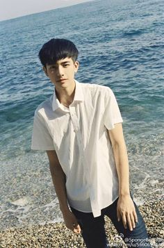 Song Wei-long 宋威龙 discovered by ʝυѕтℓσvεąɧ❀ℓïƈ Hot Korean Guys, Cute Korean, Asian Boys, Asian Men, Korean Men Hairstyle, Ulzzang Hairstyle, Asian Male Model, Song Wei Long, Most Beautiful Images