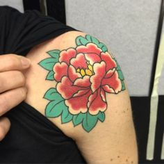 Peônia cicatrizada    healed peony    Blume geheilt  For booking or questions send me a email  Email: thom.pineiro@gmail.com Facebook: /thomaspineirotattoo  Instagram: @thomaspineiro  Next dates around the world 2015  March 27-29 Helsinki Ink Tattoo Convention  April 5 Osaka Tattoo Convention  April 18-19 Nuremberg Tattoo Convention by thomaspineiro http://instagram.com/p/y9bG4gQ7-L/