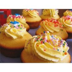 Creamy Frosting - Allrecipes.com.  Best icing ever: note to self used for Claire's 3rd birthday.