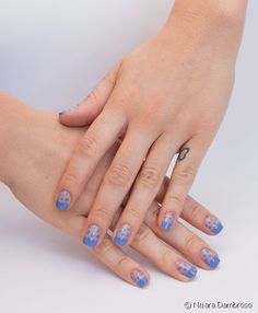 Nail art de nuvens: siga o passo a passo e aprenda a fazer essa decoração divertida nas unhas!