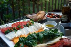 summer tomato platter. love this set up