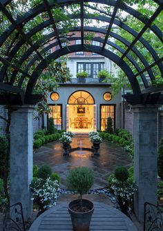 Beautiful and Elegant Traditional Garden Patio Landscape