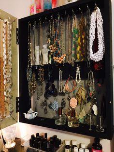 Decluttering Day 3: Jewelry, Accessories and Makeup – Let Them Eat Crayons    #declutter#mariekondo#konmari#40bags40days #eatcrayons  www.letthemeatcrayons.com