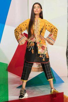 Simple Pakistani Dresses, Pakistani Dresses Online, Pakistani Dress Design, Pakistani Outfits, Pakistani Designers, Dress Neck Designs, Stylish Dress Designs, Stylish Dresses, Casual Dresses