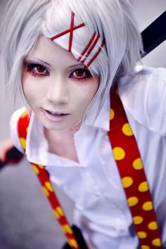 Juzo Suzuya(Tokyo Ghoul)<<< this cosplay is just so perfect I can't even....