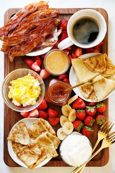 Breakfast Platter, Breakfast Crepes, Crepe Bar, Gluten Free Crepes, Charcuterie Recipes, Food Platters, Aesthetic Food, Kitchen Recipes, Food Cravings