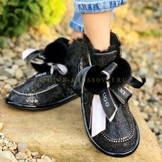 Купить UGG с кристаллами Сваровски и помпонами цена от 9990 рублей Ugg Australia, Uggs, Flip Flops, Sandals, Shoes, Fashion, Moda, Shoes Sandals, Zapatos