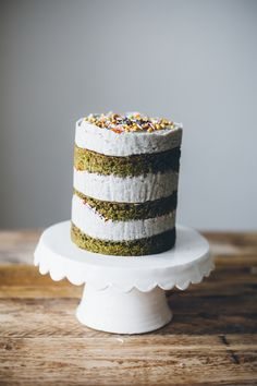 matcha cake with black sesame buttercream — molly yeh Slow Cooker Desserts, Mini Cakes, Cupcake Cakes, Cupcakes, Milk Bar Cake, Matcha Cake, Green Tea Recipes, Food Network Canada, Black Sesame