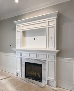tv above fireplace ideas ~ tv über ka Above Fireplace Ideas, Reface Fireplace, Tv Over Fireplace, Fireplace Built Ins, Bedroom Fireplace, Home Fireplace, Fireplace Remodel, Living Room With Fireplace, Fireplace Surrounds