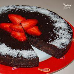 Tort raw de nuca si ciocolata / Raw chocolate cake - Madeline's Cuisine Cus D'amato, Raw Chocolate Cake, Raw Vegan, Vegan Food, Raw Food Recipes, Acai Bowl, Cheesecake, Pudding, Breakfast