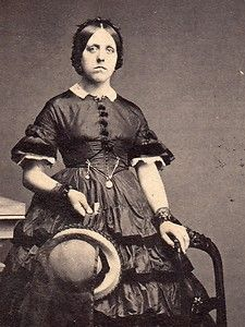 Interesting dress with short sleeves American Civil War, American History, Victoria Reign, Victorian Women, Victorian Dresses, Civil War Dress, Civil War Photos, Period Outfit, Photography Women