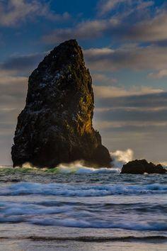 ~~Destination: Oregon | The Needles, tall sea stacks just south of Haystack Rock, Cannon Beach, Oregon by Rick Berk~~