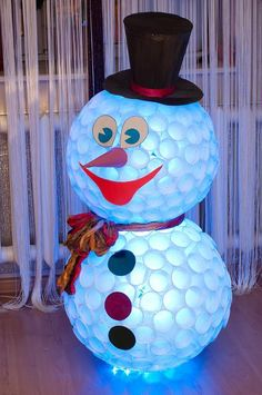 Diy snowman from white plastic cups