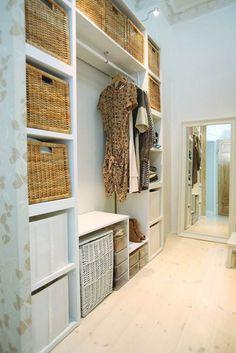 Nice Stehregale und Aufbewahrungsboxen Ordnung im begehbaren Kleiderschrank
